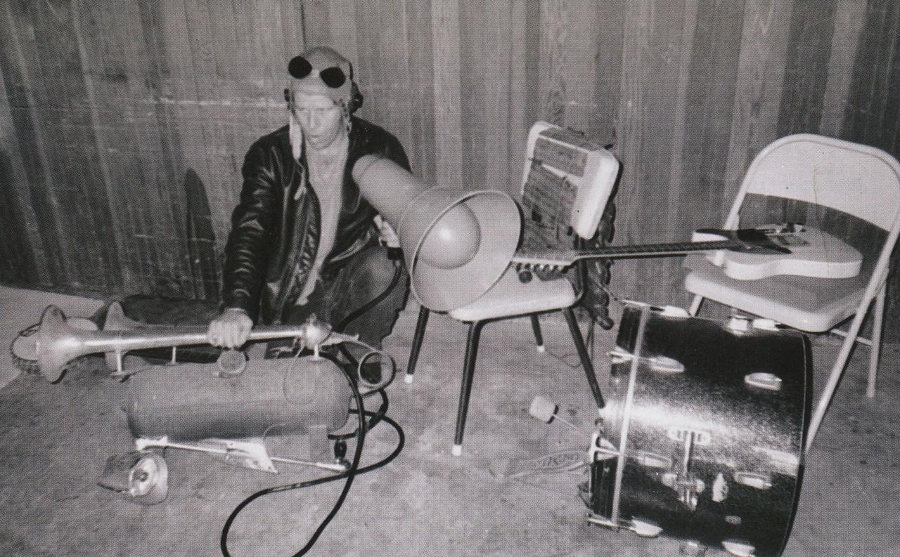 Tom Waits plays his truck air horn.